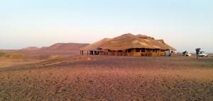 Hovedbygning i Meroe Camp. Foto (c) Lise Manniche. Klik på billedet for at se det i stor udgave.