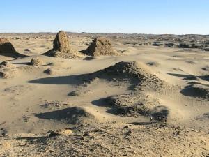 Udsigt fra Taharkas pyramide i Nuri. Foto (c) Lise Manniche.